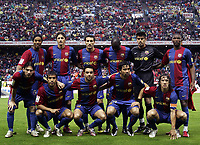 Fotball<br /> 20.05.2007<br /> Foto: imago/Digitalsport<br /> NORWAY ONLY<br /> <br /> Lagbilde Barcelona<br /> <br /> Mannschaftsfoto FC Barcelona, hi.v.li.: Ronaldinho, Edmilson, Gianluca Zambrotta, Lilian Thuram, Torwart Victor Valdes, Samuel Etoo; vorn: Lionel Messi, Giovanni van Bronckhorst, Xavi, Deco und Carles Puyol