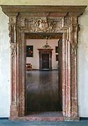 Wiśnickie portale – kamieniarka nawiązująca do wzorów wawelskich.