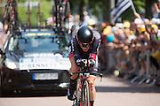 Bennett van de Bora-Argos 18 ploeg rijdt met een GoPro. In Utrecht is deTour de France van start gegaan met een tijdrit. De stad was al vroeg vol met toeschouwers. Het is voor het eerst dat de Tour in Utrecht start.<br /> <br /> Bennet of the Bora-Argos 18 team rides with a GoPro actioncam. In Utrecht the Tour de France has started with a time trial. Early in the morning the city was crowded with spectators. It is the first time the Tour starts in Utrecht.