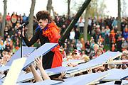 Koninginnedag 2008 / Queensday 2008. <br /> <br /> Koningin Beatrix viert Koninginnedag dit jaar in Friesland. De vorstin en haar familie bezochten op 30 april Makkum en Franeker.<br /> <br /> Queen Beatrix celebrates Queensday this year in Friesland (the Nothren provice in Holland). The Queen and its family visited Makkum and Franeker on 30 April.<br /> <br /> Op de foto/ On the Photo: The Dutch Fado Singer Nynke Laverman
