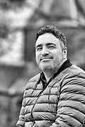 Nederland, Nijmegen, 8-12-2018 Journalist en documentairemaker Sinan Can in het valkhof stadspark bij de Karolingische kapel die hij zijn favoriete plek in de stad vindt. Foto: Flip Franssen