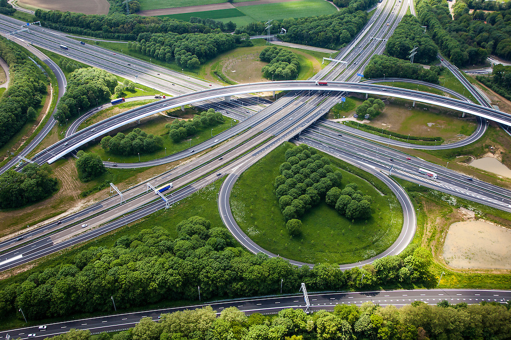 Nederland, Limburg, Gemeente Sittard-Geleen, 27-05-2013;  verkeersknooppunt Kerensheide, klaverturbine A2 en A76, fly-over richting Heerlen (li).<br /> Junction Kerensheide, motorway A2 en A73. <br /> luchtfoto (toeslag op standaardtarieven);<br /> aerial photo (additional fee required);<br /> copyright foto/photo Siebe Swart.