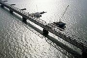 Nederland, Hollandsch Diep, 08-03-2002; rivier met spoorbrug - Moerdijkbrug, HSL komt achter bestaande spoorbrug te lopen (Westelijk);  er wordt gewerkt aan pijlers in het water voor de nieuwe HSL brug (elipsvormige fundering); infrastructuur verkeer en vervoer spoor mobiliteit transport brug tegenlicht water landschap (zie ook andere (lucht)foto's Hollandsch Diep);<br /> luchtfoto (toeslag), aerial photo (additional fee)<br /> foto /photo Siebe Swart