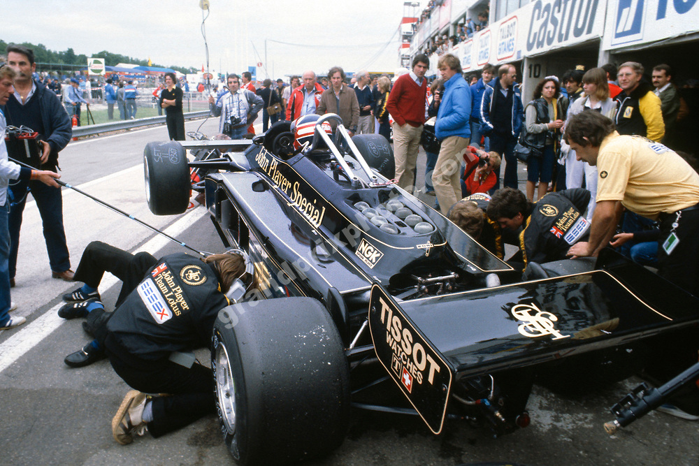 Nigel Mansell (Lotus-Ford) in the pits during practice for the 1981 French Grand Prix in Dijon-Prenois. Photo: Grand Prix Photo