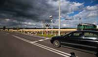Lipsk nad Biebrza, 03.07.2019. N/z zamkniety strzezony przejazd kolejowy na drodze DW 673 fot Michal Kosc / AGENCJA WSCHOD