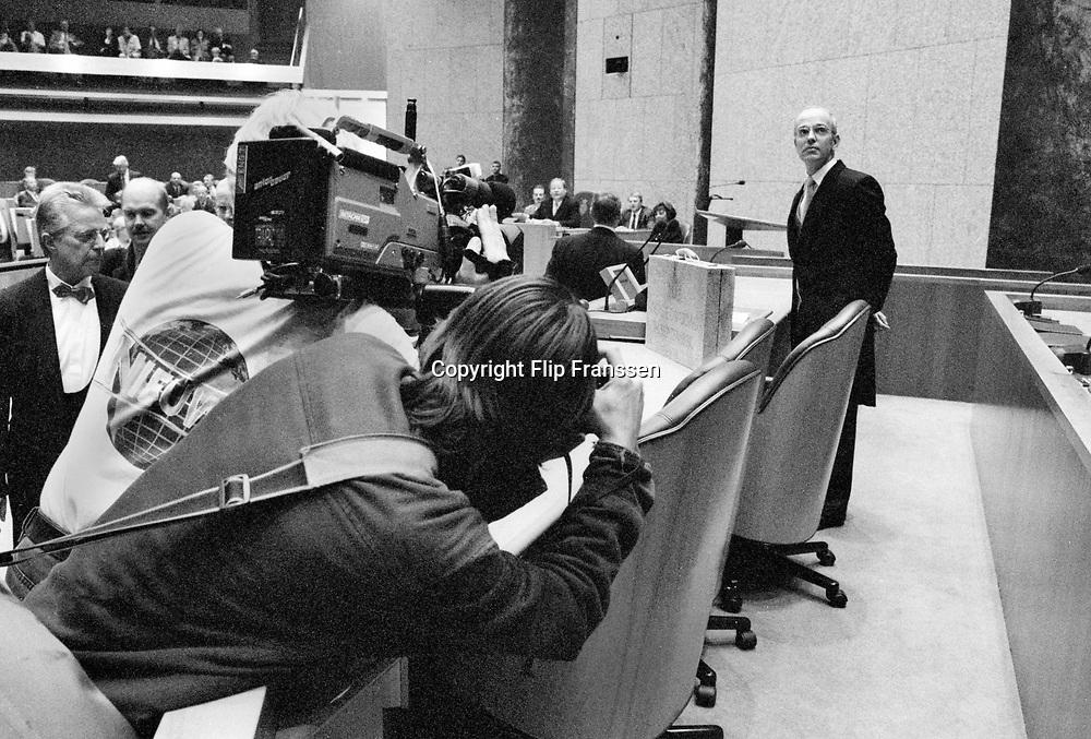 Nederland, Den Haag , 19-9-1995<br /> Portret van Gerrit Zalm, minister van financien, van de VVD, met het begrotingskoffertje tijdens prinsjesdag 1995.<br /> Foto: Flip Franssen