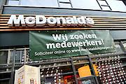 Nederland, Nijmegen, 24-12-2015Een winkel vanMcDonalds vraagt nieuw personeel, nieuwe medewerker, collega, colllegas, medewerkers,collegae,FOTO: FLIP FRANSSEN/ HH