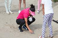 EEMNES - Golfprofessional Dewi Claire Schreefel , ambassadeur NGF GIRLZ golf, met clinic voor meisjes op GC de Goyer. COPYRIGHT KOEN SUYK