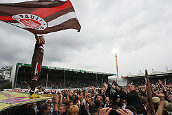 02.05.2010, Playmobil Stadion, Fuerth, GER, 2. FBL, SpVgg Greuther Fuerth vs FC St. Pauli, im Bild.Deniz Naki (FC St. Pauli #23) jubel auf der Kabine zu den Fans auf dem Rasen.EXPA Pictures © 2010, PhotoCredit: EXPA/ nph/  news / SPORTIDA PHOTO AGENCY