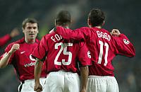PORTO/MANCHESTER UNITED CHAMPIONS LEAGUE 25/02/04 PHOTO:JOSE  GAGEIRO/FOTOSPORTS INT'L<br /> Quinton Fortune celebrates Manchester United's 1st goal