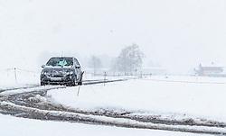 28.04.2017, Piesendorf, AUT, Wintereinbruch in Salzburg, im Bild ein Auto auf einer Nebenstrasse im Schneefall // A car on a side road during snowfall in Piesendorf, Austria on 2017/04/28. EXPA Pictures © 2017, PhotoCredit: EXPA/ JFK