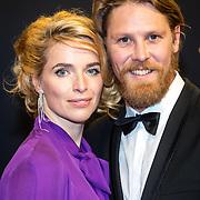 NLD/Utrecht/20160930 - inloop NFF 2016 L'OR Gouden Kalveren Gala, Thekla Reuten en partner Gijs Naber