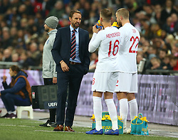 November 15, 2018 - London, United Kingdom - England's Manager Gareth Southgate  having words with England's Jordan Henderson and England's Eric Dier.during the friendly soccer match between England and USA at the Wembley Stadium in London, England, on 15 November 2018. (Credit Image: © Action Foto Sport/NurPhoto via ZUMA Press)