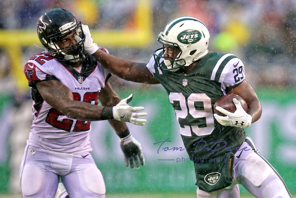 Bilal Powell during a NFL game between the Atlanta Falcons and the New York Jets   at Metlife Stadium , in Meadowlands  ,NY on 10.29.17.<br /> ( Photo/Tom DiPace)