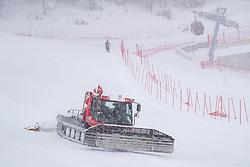 11.02.2020, Zwölferkogel, Hinterglemm, AUT, FIS Weltcup Ski Alpin, Abfahrt, Herren, 1. Training, Absage, im Bild Pistenraupe // Pistenbully after the cancellationof the 1st trainingsrun of Mens Downhill of FIS Ski Alpine World Cup at the Zwölferkogel in Hinterglemm, Austria on 2020/02/11. EXPA Pictures © 2020, PhotoCredit: EXPA/ Johann Groder
