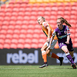 BRISBANE, AUSTRALIA - NOVEMBER 5: Shannon May of the Glory and Tameka Butt of the Roar compete for the ball during the round 2 Westfield W-League match between the Brisbane Roar and Perth Glory at Suncorp Stadium on November 5, 2017 in Brisbane, Australia. (Photo by Patrick Kearney / Brisbane Roar)