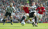 Fotball<br /> England 2004/2005<br /> Foto: SBI/Digitalsport<br /> NORWAY ONLY<br /> <br /> Manchester United v Newcastle United<br /> FA Barclays Premiership<br /> Old Trafford<br /> 24/04/2005<br /> <br /> Manchester's Alan Smith is held back by Newcastle's Andy O'Brien