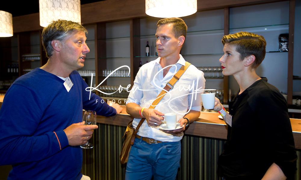DEN HAAG - Batavieren ontmoeten andere sporters. World Cup Hockey. vlnr Floris Jan Bovelander, Johan Kenkhuis en Madelon Baans COPYRIGHT KOEN SUYK
