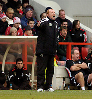 Photo: Leigh Quinnell.<br /> Nottingham Forest v Swansea. Coca Cola League 1. 11/02/2006. Nottingham Forest manager Gary Megson shouts from the dug out.