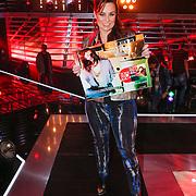 NLD/Amsterdam/20121130 - 4e liveshow The Voice of Holland 2012, ijntje met gouden plaat