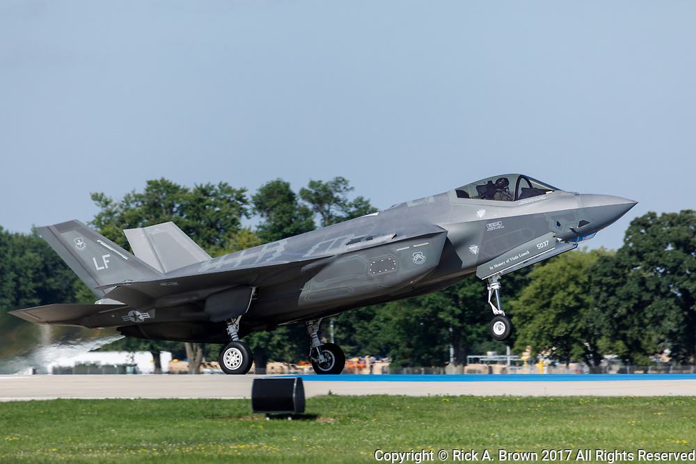 F-35 Lightning II taking off at Airventure 2017.