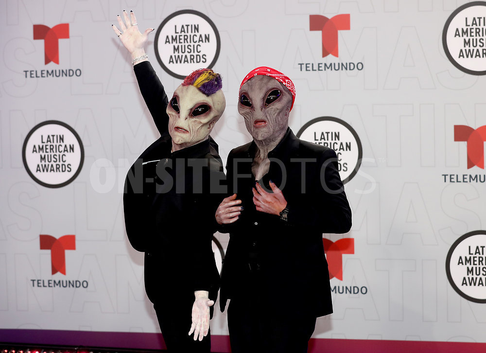 """2021 LATIN AMERICAN MUSIC AWARDS -- """"Red Carpet"""" -- Pictured: Musical group Jowell & Randy at the BB&T Center in Sunrise, FL on April 15, 2021 -- (Photo by: Aaron Davidson/Telemundo)"""