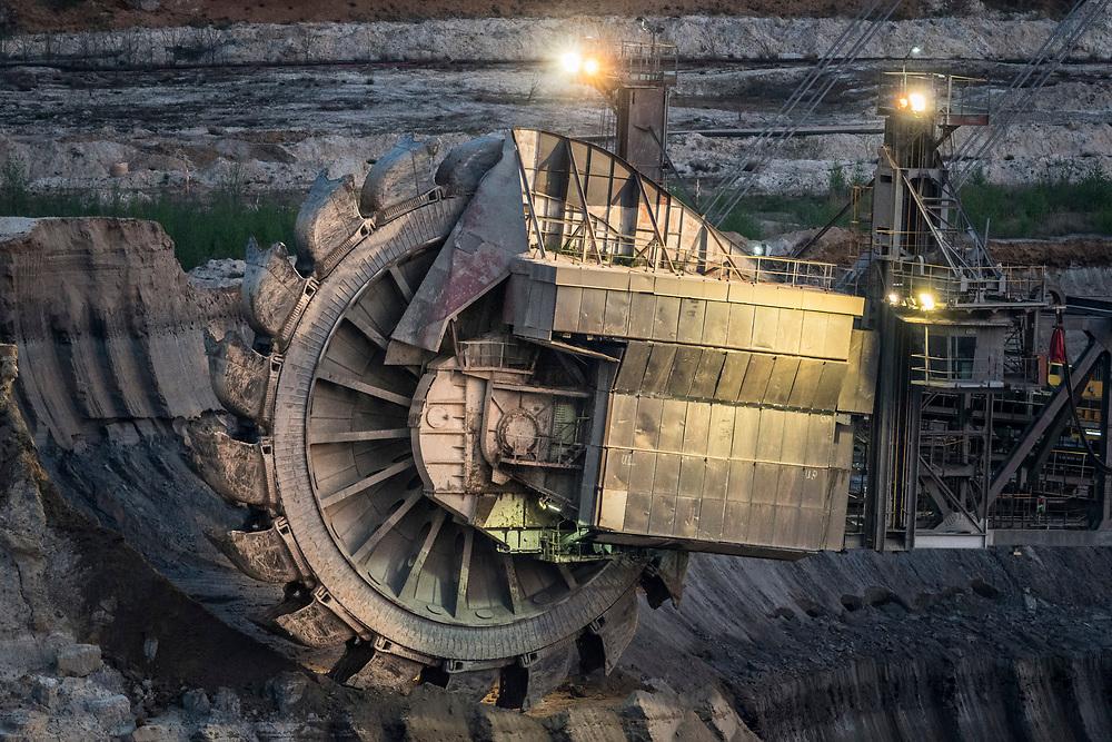 Elsdorf, DEU, 08.04.2020<br /> <br /> Bucket-wheel excavator in the Hambach open-cast lignite mine.<br /> <br /> Schaufelradbagger im Braunkohletagebau Hambach.<br /> <br /> © Bernd Lauter/berndlauter.com<br /> <br /> The Hambach open-cast lignite mine operated by RWE Power AG extends in the Rhenish lignite mining area between the Rhein-Erft district and the Dueren district.<br /> <br /> Der von der RWE Power AG betriebene Braunkohletagebau Hambach erstreckt sich im Rheinischen Braunkohlerevier zwischen dem Rhein-Erft-Kreis und dem Kreis Dueren.