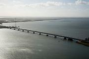 Nederland, Zuid-Holland, Haringvliet, 04-03-2008; autosnelweg A 29 tussen Hoeksche Waard en Hellegatsplein, een van de toegangswegen tot Zeeland; de Haringvlietbrug gezien naar .Goeree-Overflakkee (voormalig eiland, bbehorende bij ZUid-Holland);  aan deze kant van de brug heet het voormalige zeegat de Hollandsch Diep; brug, pijlers, hoogspanningsmast, Hollands Diep. .luchtfoto (toeslag); aerial photo (additional fee required); .foto Siebe Swart / photo Siebe Swart