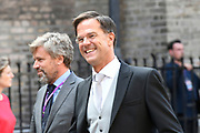 Op Prinsjesdag 2018 spreekt het staatshoofd in de Aankomst Politici Ridderzaal. Staten-Generaal van het Koninkrijk der Nederlanden in verenigde vergadering bijeen de troonrede uit. Daarin geeft de regering aan wat het regeringsbeleid zal zijn voor het komende jaar. <br /> <br /> op de foto / On the photo: Minister-president Mark Rutte met zijn Lunchbox