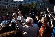 Manifestazione elettorale della NPD in Hellersdorfer Straße. A seguito di alcuni scontri in merito al diritto di asilo per molti migranti presenti in Germania e a Berlino stessa, l'NDP partito ultra-nazionalista di destra, indice una manifestazione nel distretto Marzahn Hellersdorf di Berlino orientale. La reazione da parte delle sinistre e dei gruppi autonomi è immediata e viene così indetta una contromanifestazione. La polizia crea due ampi cordoni per dividere i manifestanti delle due fazioni; si contano solamente alcuni scontri isolati e qualche fermo.