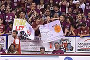 DESCRIZIONE : Venezia Lega A 2014-15 Umana Venezia-Grissin Bon Reggio Emilia  playoff Semifinale gara 5<br /> GIOCATORE :Tifosi Umana Venezia<br /> CATEGORIA :  Low Tifosi<br /> SQUADRA : Umana Venezia<br /> EVENTO : LegaBasket Serie A Beko 2014/2015<br /> GARA : Umana Venezia-Grissin Bon Reggio Emilia playoff Semifinale gara 5<br /> DATA : 05/06/2015 <br /> SPORT : Pallacanestro <br /> AUTORE : Agenzia Ciamillo-Castoria /Richard Morgano<br /> Galleria : Lega Basket A 2014-2015 Fotonotizia : Reggio Emilia Lega A 2014-15 Umana Venezia-Grissin Bon Reggio Emilia playoff Semifinale gara 5<br /> Predefinita :