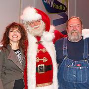 NLD/Hilversum/20151207- Sky Radio's Christmas Tree for Charity, Ellen ten Damme en Henk Schiffmacher met de kerstman