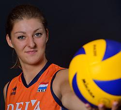 22-05-2015 NED: Selectie Nederlands Volleybalteam vrouwen 2015, Arnhem<br /> Op Papendal werd de photoshoot met de Nederlandse Volleybal vrouwen gedaan / Anne Buijs #11