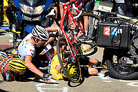 Sykkel<br /> Foto: PhotoNews/Digitalsport<br /> NORWAY ONLY<br /> <br /> MONT VENTOUX, FRANCE - JULY 14 : Crash of FROOME Christopher (GBR) Rider of TEAM SKY, MOLLEMA Bauke (NED) Rider of TREK - SEGAFREDO and PORTE Richie (AUS) Rider of BMC RACING TEAM in the last kilometer of the Mont Ventoux climb during stage 12 of the 2016 Tour de France a 184 km stage between Montpellier and Mont Ventoux - Chalet Reynard, on July 14, 2016 in Mont Ventoux, France , 14/07/2016