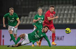 Sebastian Czajkowski (FC Helsingør) stikker afsted fra Lars Kramer (Viborg FF) under kampen i 1. Division mellem Viborg FF og FC Helsingør den 30. oktober 2020 på Energi Viborg Arena (Foto: Claus Birch).