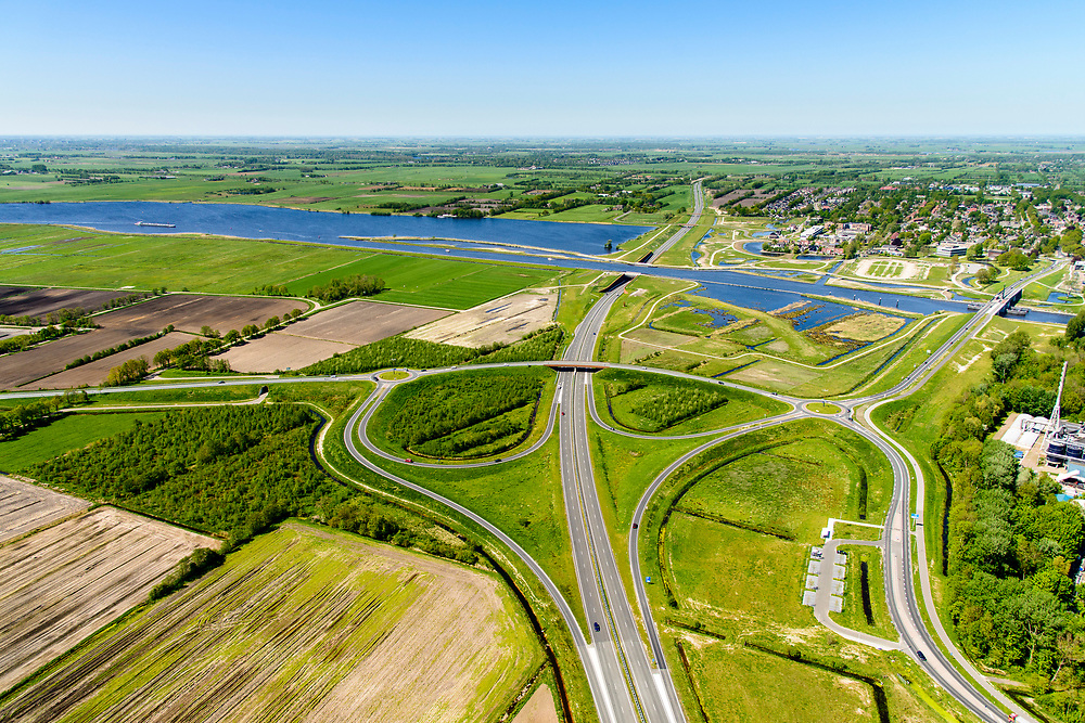 Nederland, Friesland, Centrale As, 07-05-2018; provinciale weg 356 (N356), Sintrale As of de Centrale As, tussen Nijega en Dokkum.<br /> Lokatie Sumar-Burgum, aquaduct.<br /> New local motorway Friesland<br /> luchtfoto (toeslag op standaard tarieven);<br /> aerial photo (additional fee required);<br /> copyright foto/photo Siebe Swart