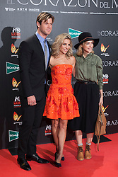 """03.12.2015, Callao Cinema, Madrid, ESP, Premiere, In the Heart of the Sea, im Bild Australian actor Chris Hemsworth and Spanish actress Elsa Pataky (C) // during the Madrid Premiere of the movie """" In the Heart of the Sea"""" at the Callao Cinema in Madrid, Spain on 2015/12/03. EXPA Pictures © 2015, PhotoCredit: EXPA/ Alterphotos/ Victor Blanco<br /> <br /> *****ATTENTION - OUT of ESP, SUI*****"""