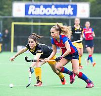 BILTHOVEN  - Hockey -  1e wedstrijd Play Offs dames. SCHC-Den Bosch (0-1). Marloes Keetels (Den Bosch) met Famke Richardson (SCHC). COPYRIGHT KOEN SUYK