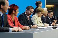 18 NOV 2005, BERLIN/GERMANY:<br /> Franz Muentefering, SPD, desig. Bundesarbeitsminister, Elke Ferner, SPD, Stellv. Parteivorsitzende, Matthias Platzeck, SPD Parteivorsitzender und Ministerpraesident Brandenburg, Angela Merkel, CDU Bundesvorsitzende und desig. Bundeskanzlerin, Edmund SToiber, CSU Vorsitzender und Ministerpraesident Bayern, und Michael Glos, CSU, desig. Bundeswirtschaftsminister, (v.L.n.R.), unterschreiben den Koalitionsvertrages, Paul-Loebe-haus, Deutscher Bundestag<br /> IMAGE: 20051118-01-036<br /> KEYWORDS: Franz Müntefering, Unterschrift