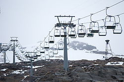06.10.2015, Moelltaler Gletscher, Flattach, AUT, OeSV Medientag, im Bild Sessellift // chair lift during the media day of Austria Ski Federation OSV at Moelltaler glacier in Flattach, Austria on 2015 10/05. EXPA Pictures © 2015, PhotoCredit: EXPA/ Johann Grode