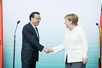 10 JUL 2018, BERLIN/GERMANY:<br /> Li Keqiang (L), Ministerpraesident der VR China, und Angela Merkel (R), CDU, Bundeskanzlerin, nach einer Praesentation zum autonomen Fahren mit deutschen Autoherstellern, Flughafen Tempelhof<br /> IMAGE: 20180710-01-118<br /> KEYWORDS: Handshake