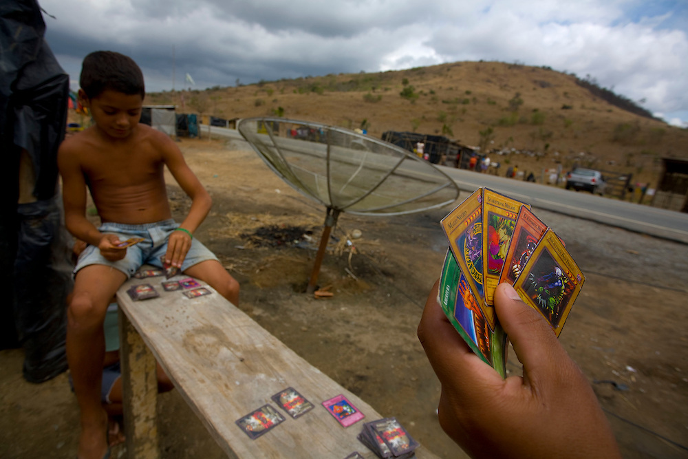 Resplendor_MG, Brazil.<br /> <br /> Criancas jogando Yu-Gi-OH  em um acampamento do MST nas beiras da BR 250 em Resplendor, Minas Gerais.<br /> <br /> Children playing Yu-Gi-OH in an MST camp in the highway BR 250 in Flush, Minas Gerais.<br /> <br /> Foto: LEO DRUMOND / NITRO
