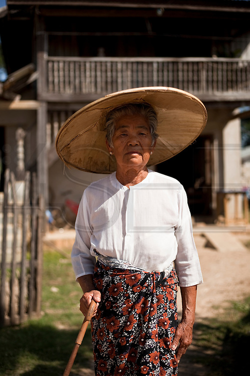 A Burmese woman in Hsipaw, Myanmar.<br /> Note: These images are not distributed or sold in Portugal