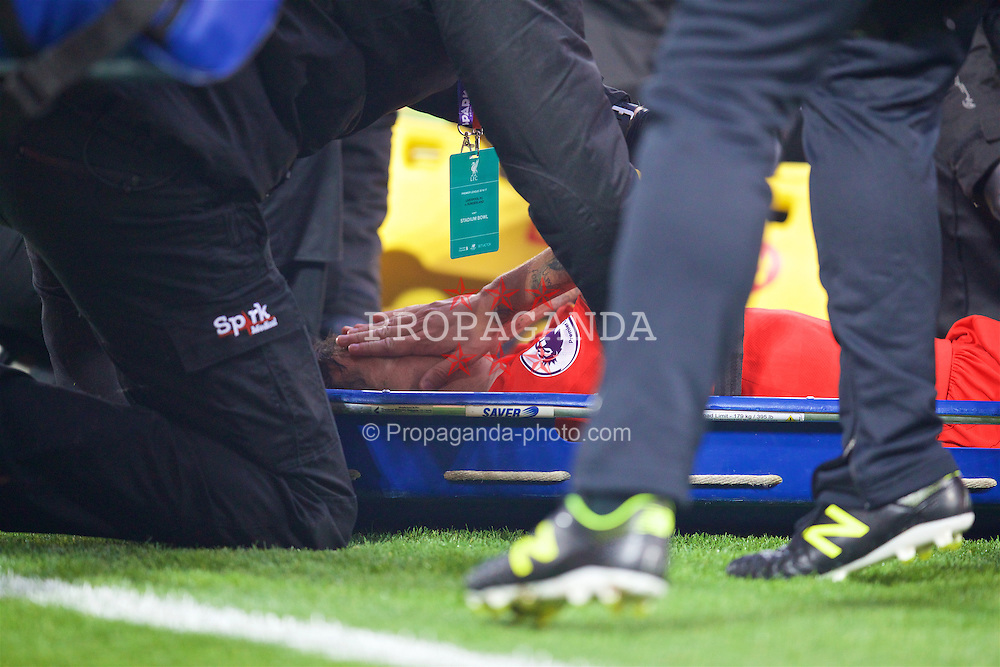 LIVERPOOL, ENGLAND - Saturday, November 26, 2016: Liverpool's Philippe Coutinho Correia injured during the FA Premier League match against Sunderland at Anfield. (Pic by David Rawcliffe/Propaganda)