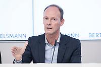 27 MAR 2018, BERLIN/GERMANY:<br /> Thomas Rabe, Vorstandsvorsitzender von Bertelsmann,  Bertelsmann Bilanzpressekonferenz, Konzernrepraesentanz Berlin, Unter den Linden 1<br /> IMAGE: 20180327-01-025