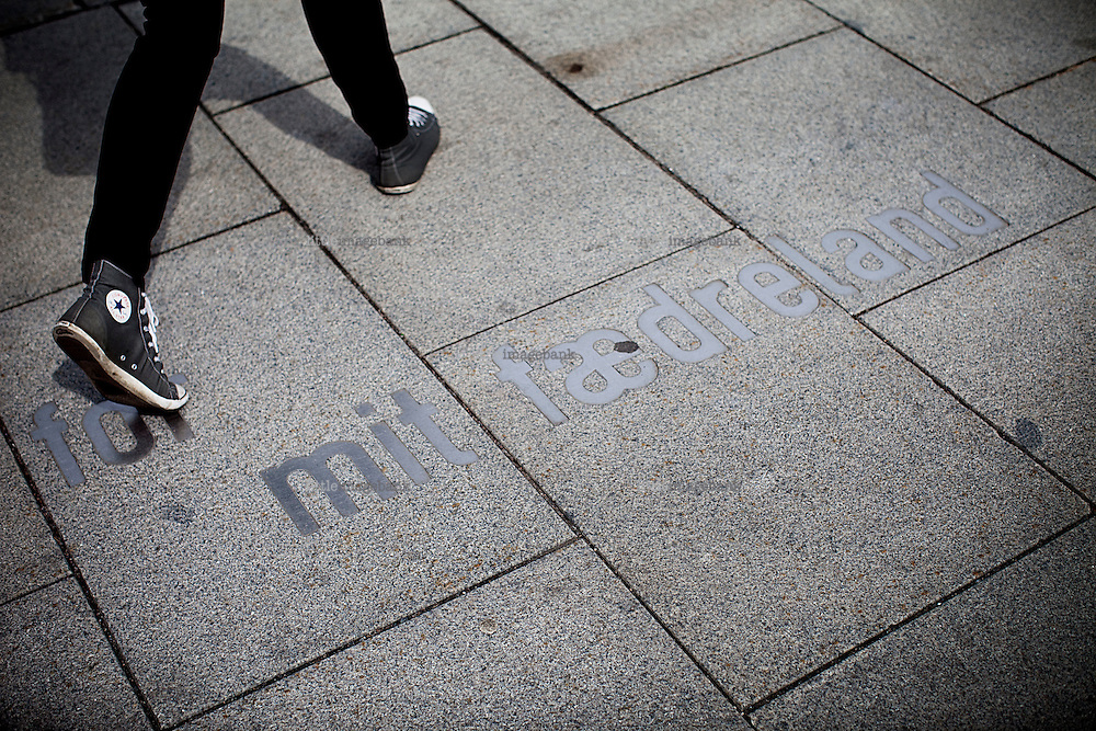 """Oslo, Norway, 26.07.2011. Written on the ground quotes by Bjørnstjerne Bjørnson: """"for my native country"""". After the rose parade 25.th of july, Oslo wakes up covered in roses. More than 200.000 roses decorated the city. Foto: Christopher Olssøn."""
