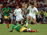 FOOTBALL - AFRICAN NATIONS CUP 2010 - GROUP A - ALGERIA v MALI - 14/01/2010 - PHOTO MOHAMED KADRI / DPPI - NADIR BELHADJ (ALG) / MOHAMED SISSOKO (MALI)