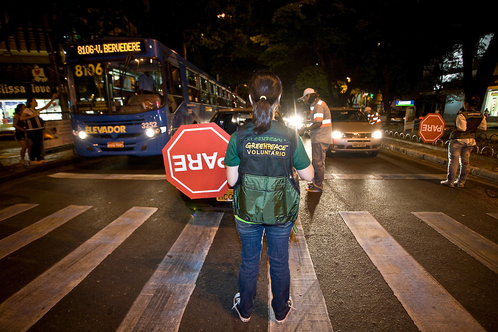 Belo Horizonte_MG, Brasil...Acao do Greenpeace em prol da reducao de veiculos no transito em Belo Horizonte...The Greenpeace action for the vehicles reduction in the traffic in Belo Horizonte...Foto: JOAO MARCOS ROSA / NITRO