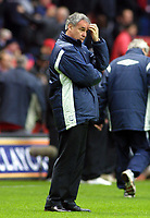 Claudio Ranieri (Chelsea Manager) shows the strain. Charlton Athletic v Chelsea. 26/12/2003. Credit : Colorsport/Andrew Cowie