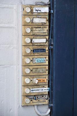 Nederland, Nijmegen, 8-2-2012De namen van bewoners van een studentenhuis bij de bellen naast de voordeur. Op kamers gaan.Foto: Flip Franssen/Hollandse Hoogte